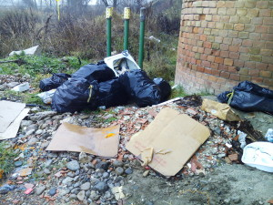 Segnalazione abbandono rifiuti Ponte Trebbia